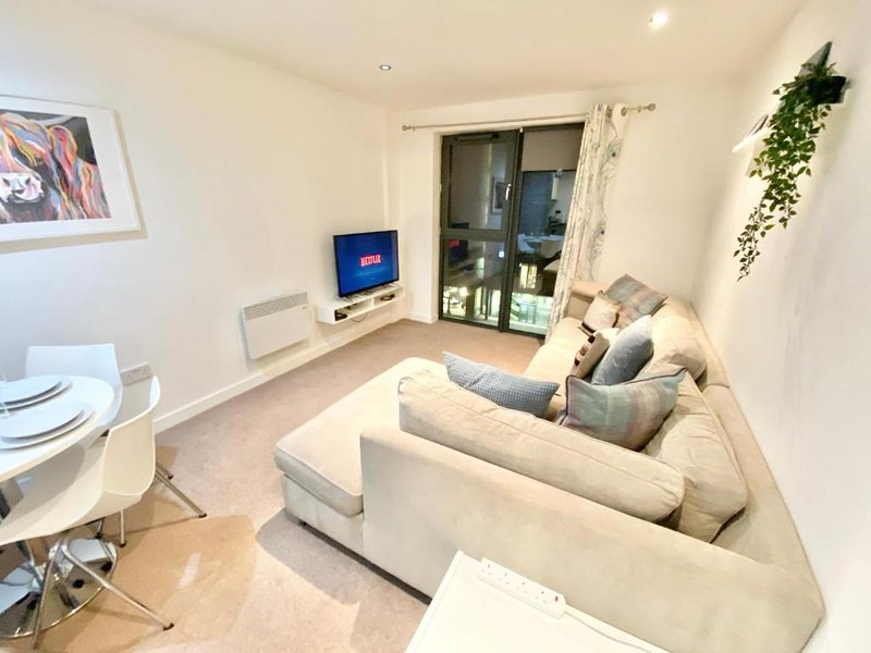 2-bed Apartment Parking deep Cleaned Professionally, holiday rental in Failsworth