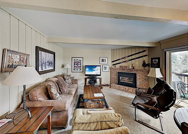 Inviting Snowmass Ski-in Lodge Within a Short Walk to the Lift - Sleeps 6, vacation rental in Snowmass Village