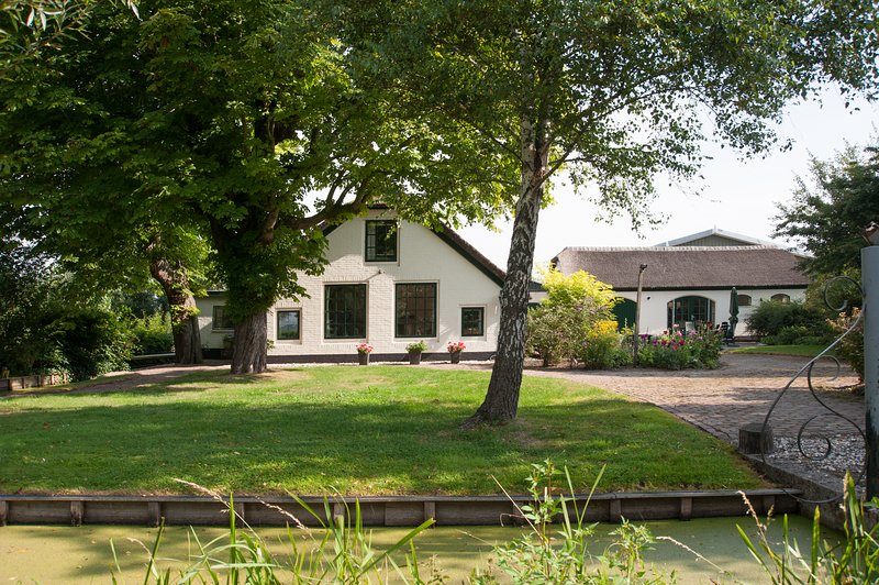 Chestnut Farmhouse and Lodge, holiday rental in Noorden