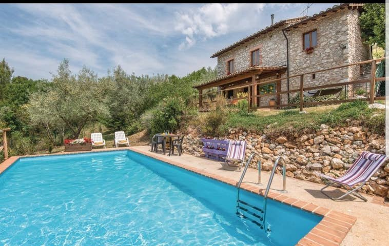 2 bedroom Umbria farmhouse with pool, vacation rental in Labro