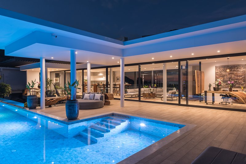 Spectacular, contemporary luxury villa with sea and mountain views, vacation rental in Ban Chalok Ban Kao