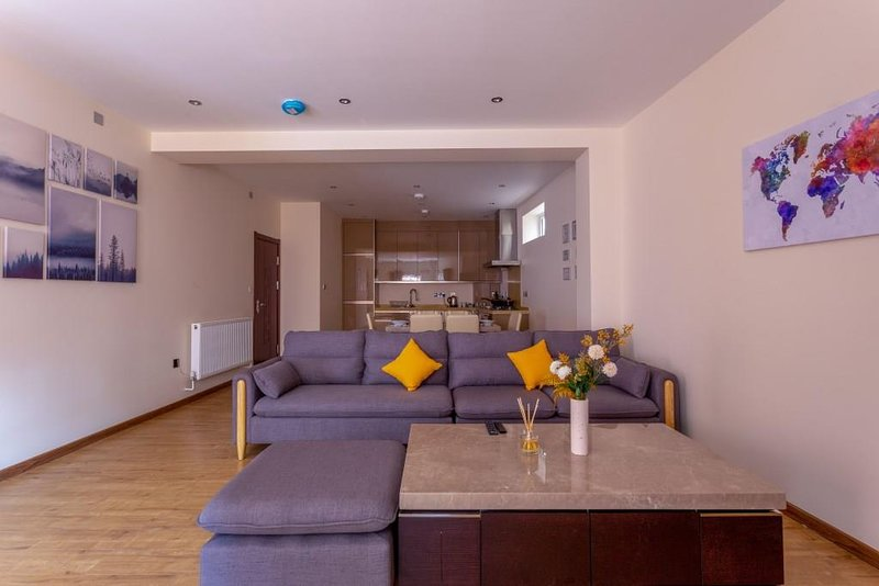 BOURNECOAST: MAISONETTE WITH OUTDOOR DECKING - REFURBISHED IN 2020 - FM6289, holiday rental in Bournemouth