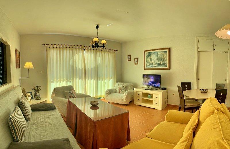 Apartamento amplio y bien situado en Zahara, holiday rental in Zahara de los Atunes