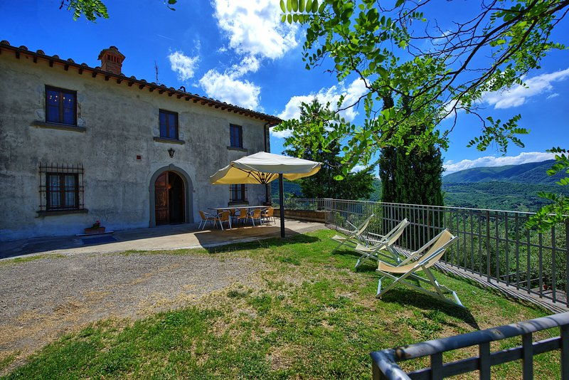apartment in villa with pool in the chianti V, spacious lodging with terrace., vacation rental in San Polo in Chianti