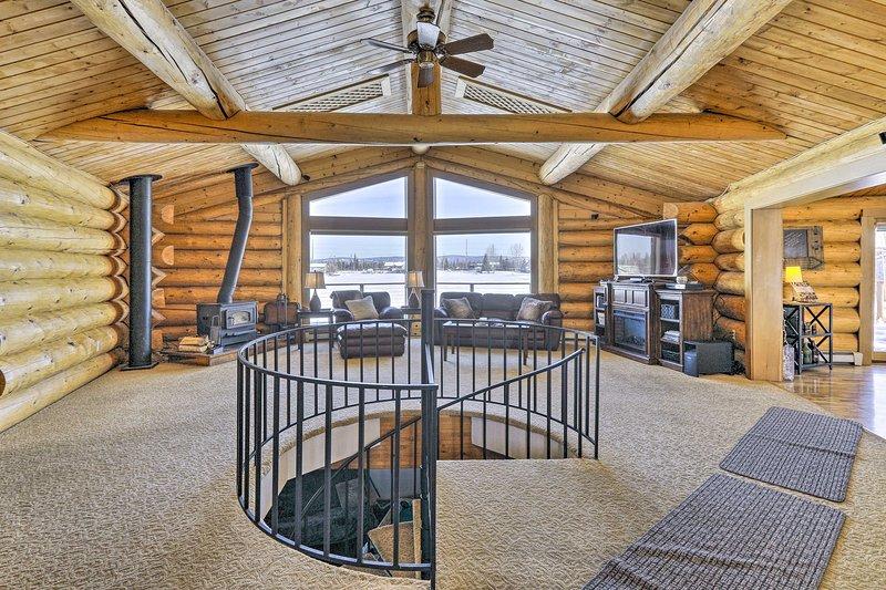 NEW! Genuine Log Cabin w/ Waterfront Deck & Views!, vacation rental in Fairbanks