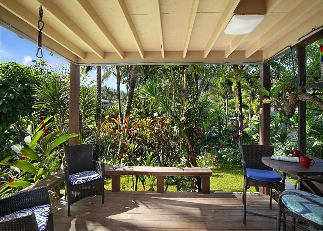 Secluded beachfront resort,most romantic spot on Kauai,totally updated inside, holiday rental in Hanalei