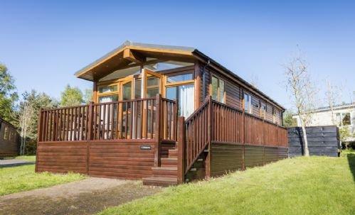 Whiteacres - two bedroom lodge, fabulous large Hot Tub terrace, aluguéis de temporada em Felton