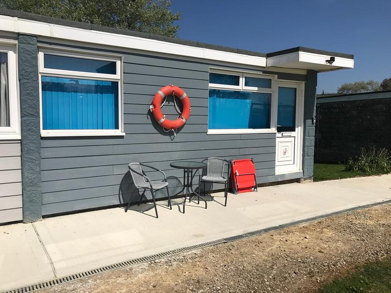 SunnySails holiday chalet Sandown, WiFi included,  Coastal Location,, casa vacanza a Sandown