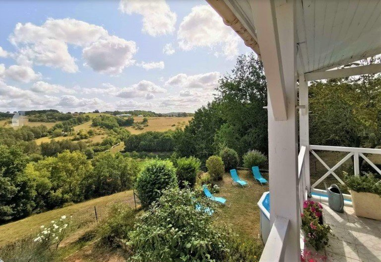 EYBRAL: lovely house with garden, large pool and views, ideal for families!, vacation rental in Mouzens
