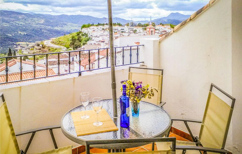 Beautiful home in Cortes de la Frontera with Outdoor swimming pool and 3 Bedroom, aluguéis de temporada em Jimera de Libar
