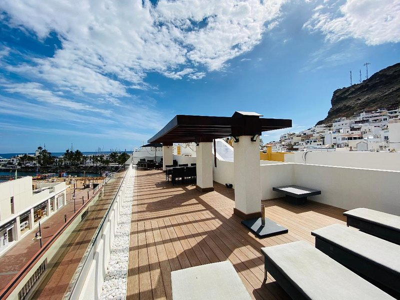 This property is all about enjoying luxury, privacy and views from both fantastic  terraces.