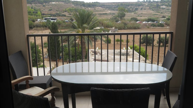 Charldor Charming Apartment in Marsaxlokk, vacation rental in Marsaxlokk