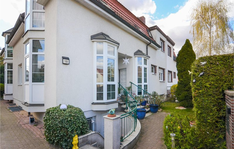 Awesome home in Berlin with 2 Bedrooms (DBE106), holiday rental in Zepernick