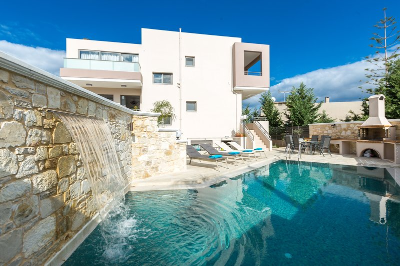 Peris 2 Luxury Villa In Chania, Private Pool, 1km From The Beach, holiday rental in Daratsos