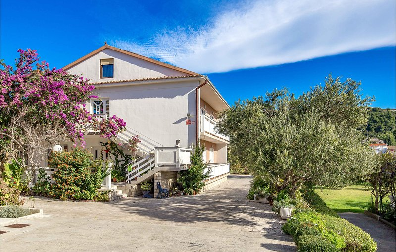 Stunning home in Rab with WiFi and 4 Bedrooms (CKR519), holiday rental in Mundanije