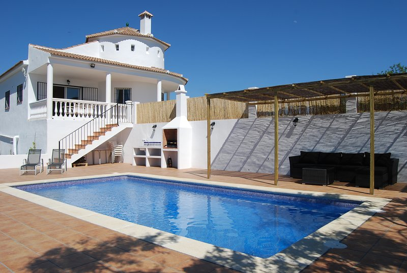 Beautiful villa with breathtaking views, holiday rental in Puente Don Manuel