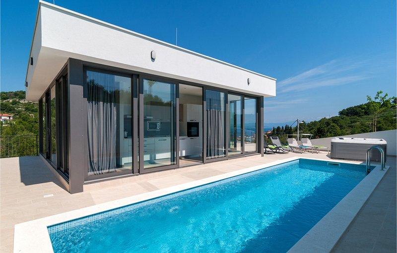 Stunning home in Stomorska with WiFi, 3 Bedrooms and Outdoor swimming pool (CDO1, casa vacanza a Stomorska