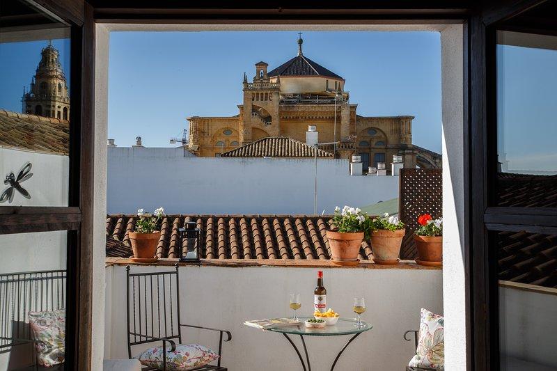 LOS PATIOS DE LA JUDERIA-DUPLEX  TORRE I (RGTA/CO/0054), aluguéis de temporada em Província de Córdoba