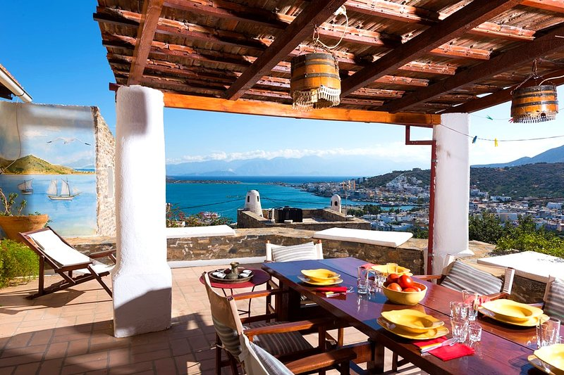 The Traditional House Margarita w/ amazing sea view, alquiler vacacional en Elounda