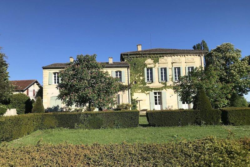 Charmant château Bordelais, location de vacances à Blesignac