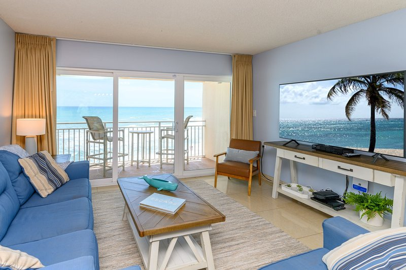 Penthouse - Direct Oceanfront with Plasma TV's In every room, holiday rental in Palm Shores