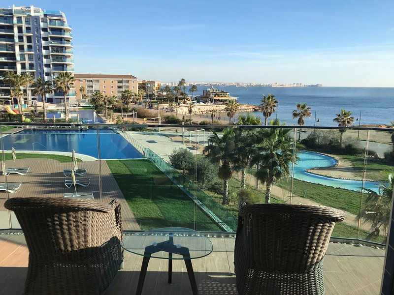 Stunning 3 bedroom modern apartment with fantastic panoramic views!, vacation rental in Punta Prima