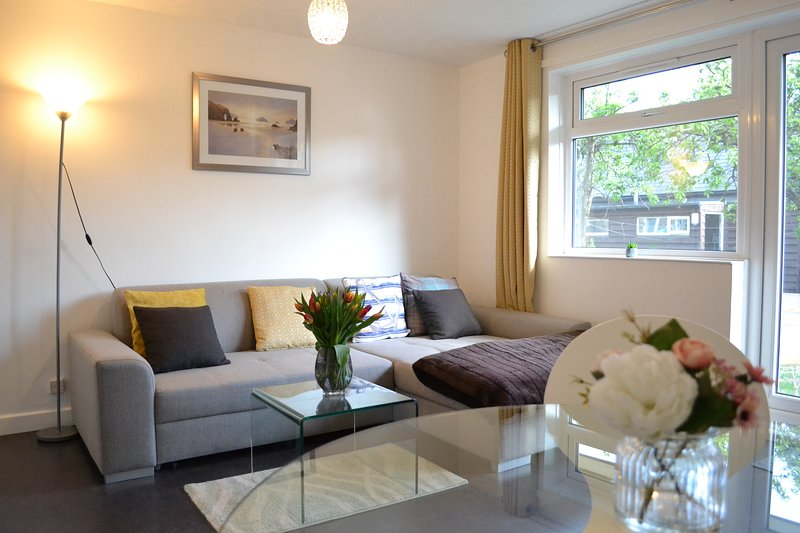 Serviced Apartment with FREE Car Park and Bus Stop, holiday rental in Shepreth