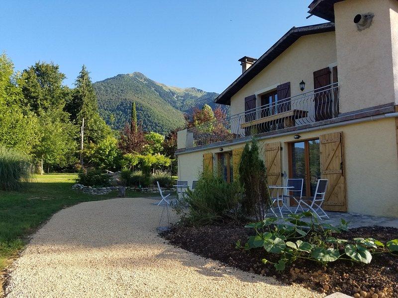 gite aquacagire piscine chauffée et couverte sauna et hammam, holiday rental in Estancarbon