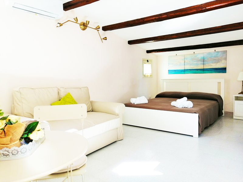 DUCEZIO ROOMS (suite), holiday rental in Madonna Marina
