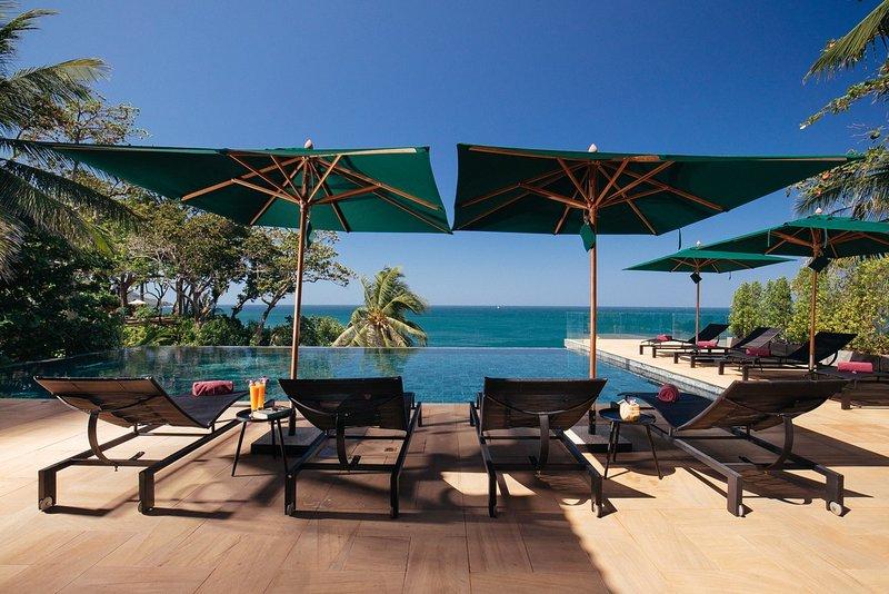 Villa Sunyata - Pool & Loungers - True Oceanfront Haven