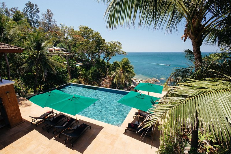 Villa Sunyata - Luxury Oceanfront 8-bedroom Villa - 5-minute Walk to Kata Beach, vacation rental in Karon