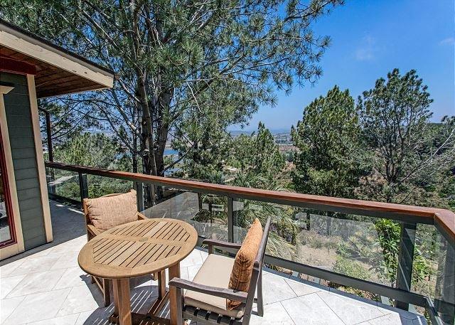 Del Mar Tree House: Peaceful Sanctuary w/ Wraparound Balcony & Outdoor Gym, vacation rental in Del Mar