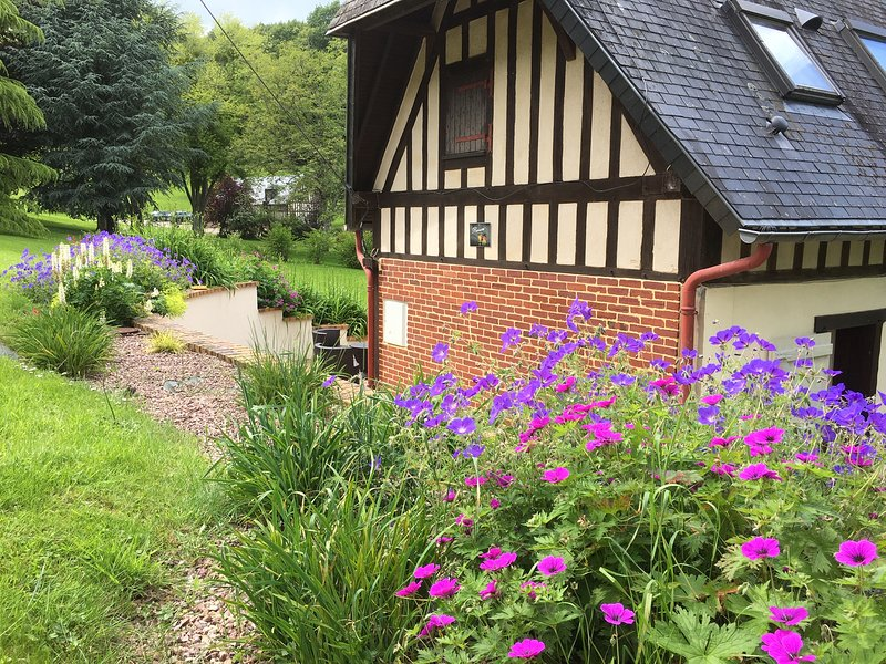 NORMANDY CHARMING COTTAGE FOR 4 PERSONS WITH ACCESS TO JACUZZI - Reinette, holiday rental in Silly en Gouffern