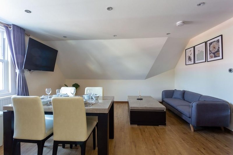 BOURNECOAST: FLAT - CLOSE TO TOWN CENTRE - FM6292, vacation rental in Ferndown