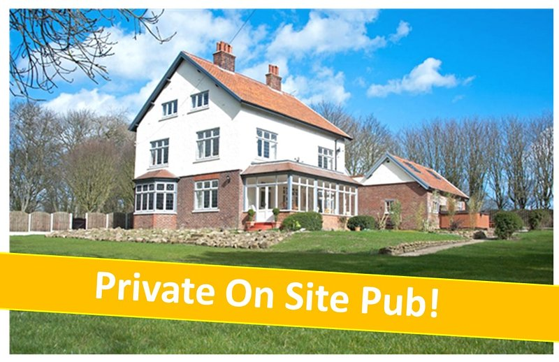 Bourne End House, Sleeps 6 -16 with PRIVATE ONSITE PUB & HOT TUB!, holiday rental in Filey