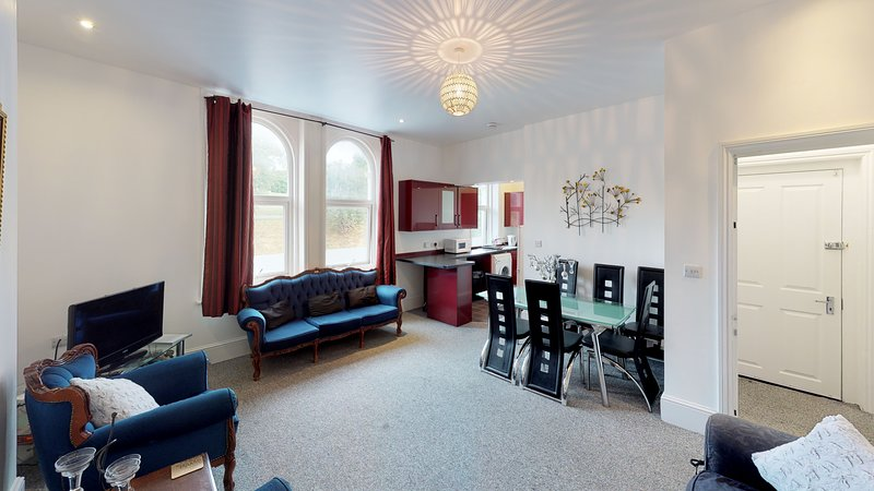 Spacious Apartment Sleeps 6 in Rochester, holiday rental in Halling
