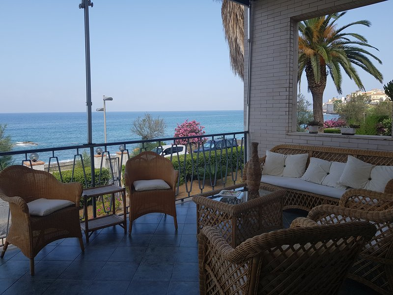 Villa sul mare a Diamante, holiday rental in Santa Maria del Cedro