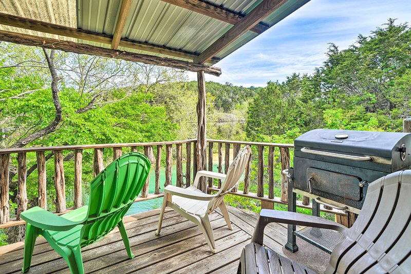 NEW! Rustic Davis Cabin < 1/2 Mile to Turner Falls, holiday rental in Davis