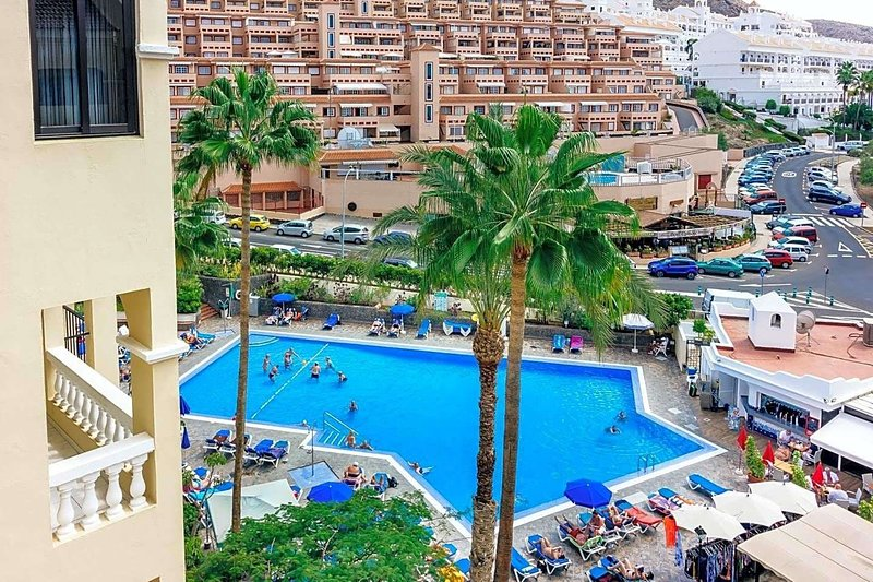 Peaceful & Bright Apartament ★Pool★Netflix★Tennis★15minBeach★LOS CRISTIANOS, holiday rental in Los Cristianos