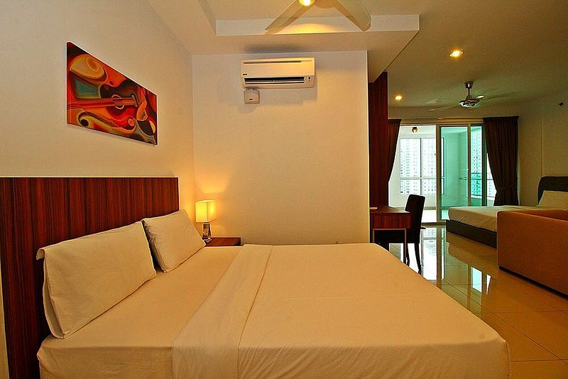 Mansion One Suites, holiday rental in George Town