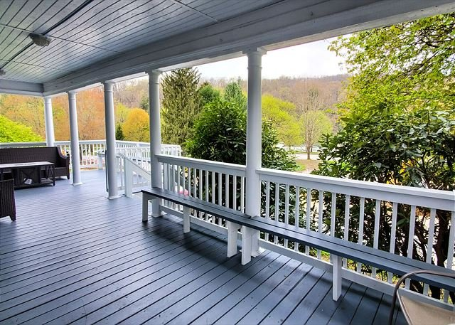 Gorgeous 3 Bedroom House in the Heart of Ohiopyle!, vacation rental in Confluence