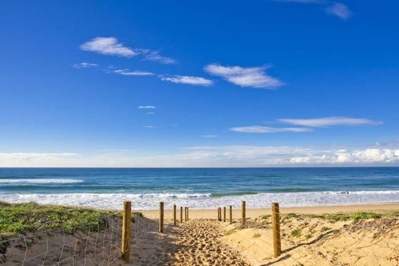 Fantastic Modern Beach House Nth Curl Curl, holiday rental in Dee Why