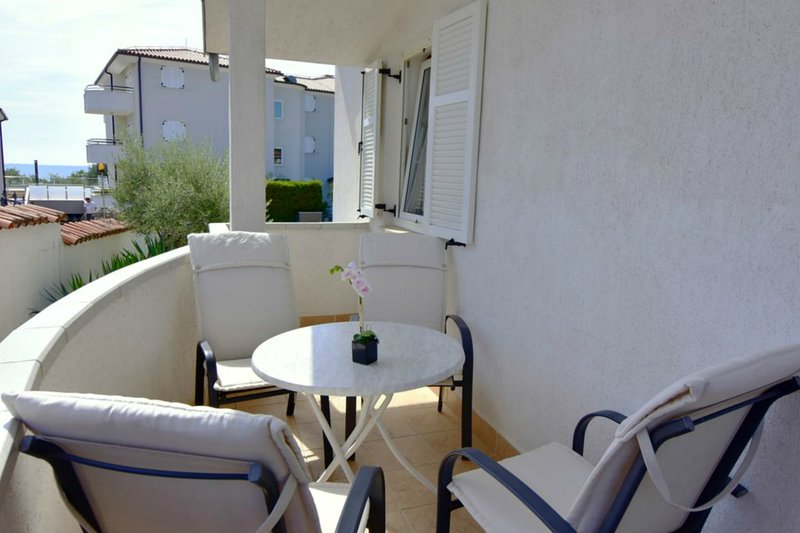 Appartamento Savudrija Milos 2 vicino alla spiaggia, Wi-fi, parcheggio privato, holiday rental in Zambratija