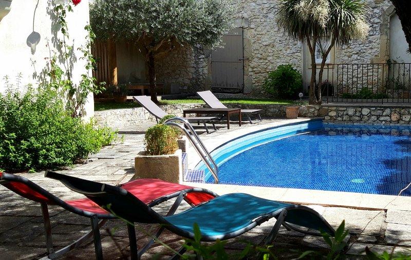 La Maison des Autres : chambres d'hôtes Pont-du-Gard et son extension Nîmes, holiday rental in Dions