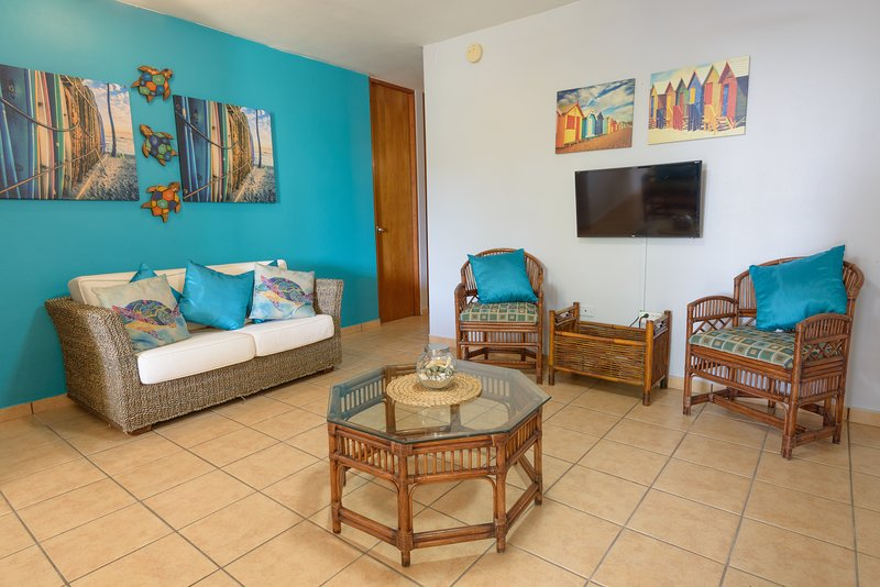 Puerto Salinas 3 bdrm fully air conditioned garden apartment, WiFi, 2 parkings, vacation rental in Cabo Rojo