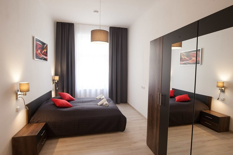 Spacious one bedroom flat for 6 guests in quiet area of Prague by easyBNB, holiday rental in Prague