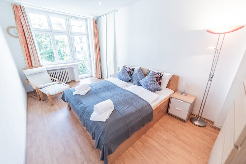 Apartment with Terrace into Quiet and Green Courtyard by easyBNB, holiday rental in Karlstejn