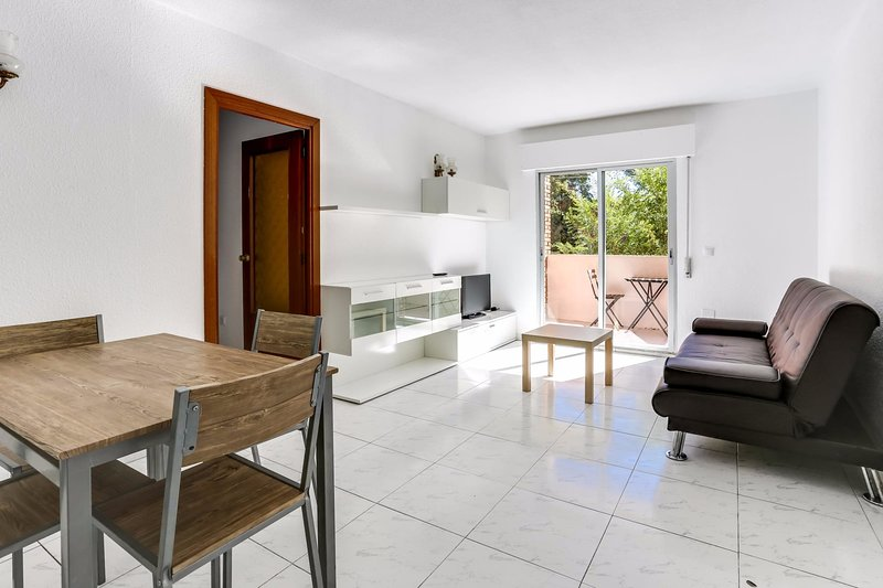 Centuria Apartment in UNESCO City close to Madrid, alquiler de vacaciones en Carabaña