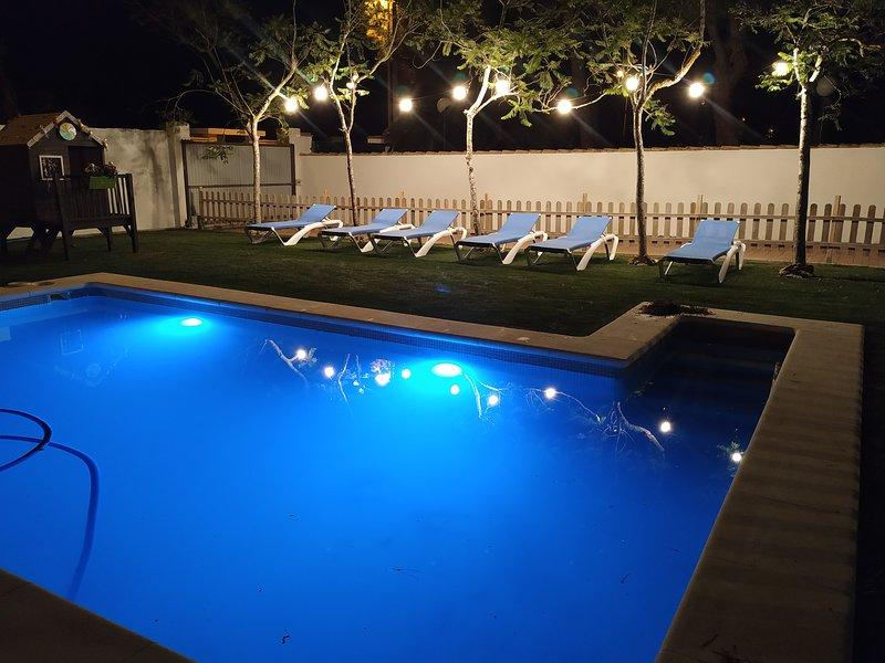 La piscina con iluminación