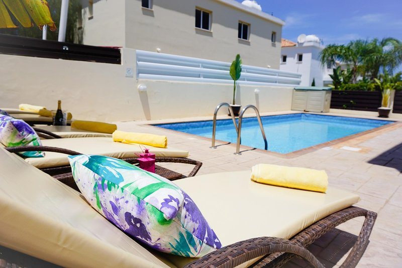 Villa Soraya 2-Beautiful Villa with Private Pool, BBQ, WIFI and UK Channels, Ferienwohnung in Pernera